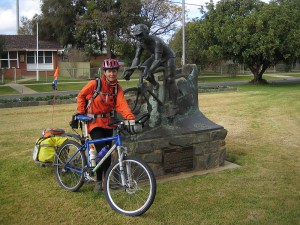 Gaye at Oppy's statue in Rochester Vic.