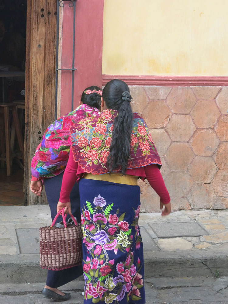 Hard to miss the colourful shawls and skirts of indigenous women in Chiapas