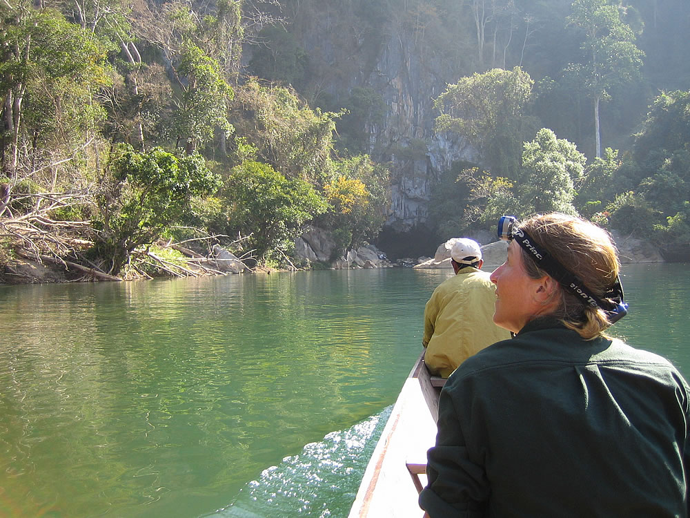 Heading into Kong Lo cave by boat